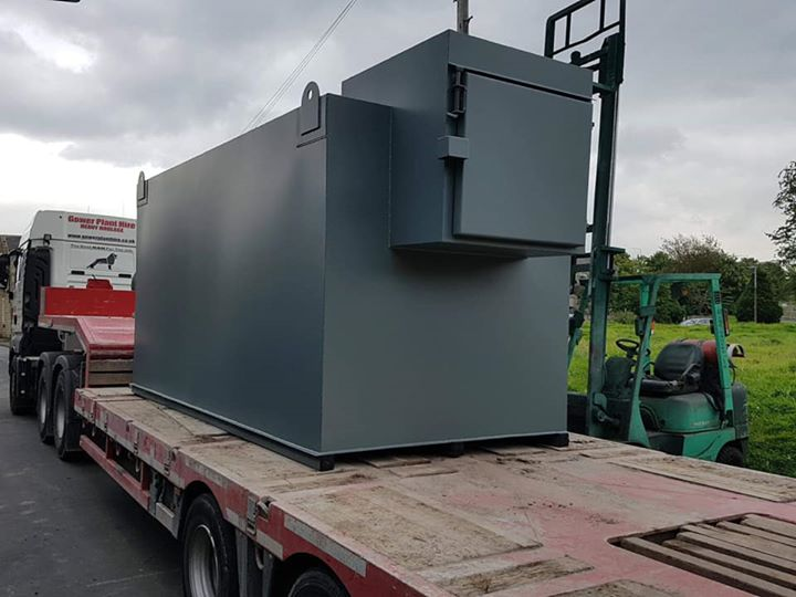 15,000 litre fuel tank loaded up And ready for delivery